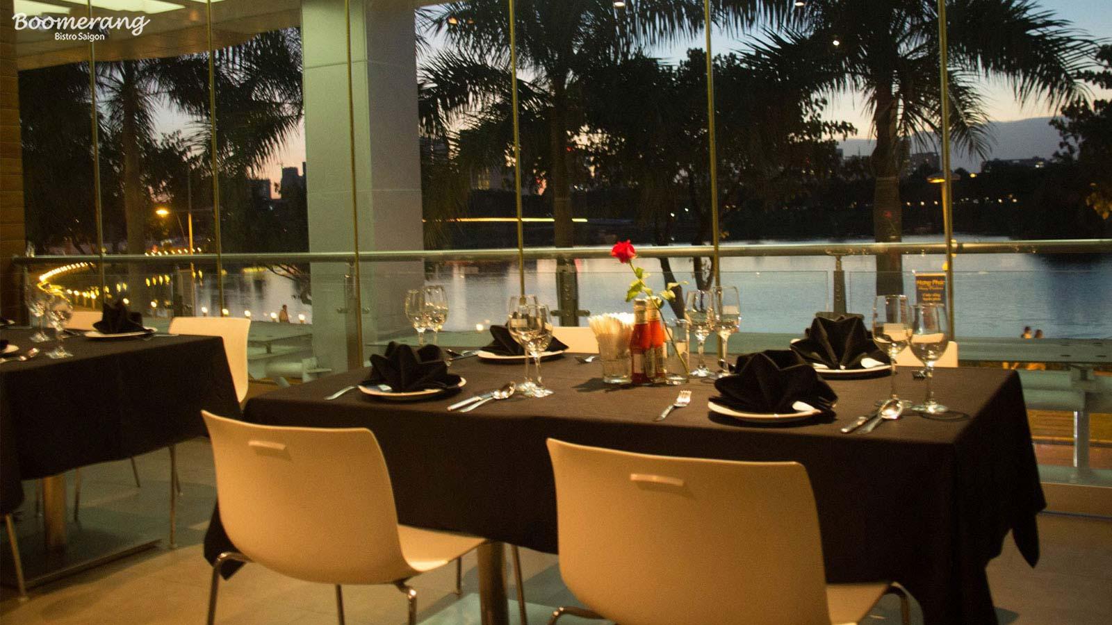 Không gian bàn tiệc nhà hàng Boomerang