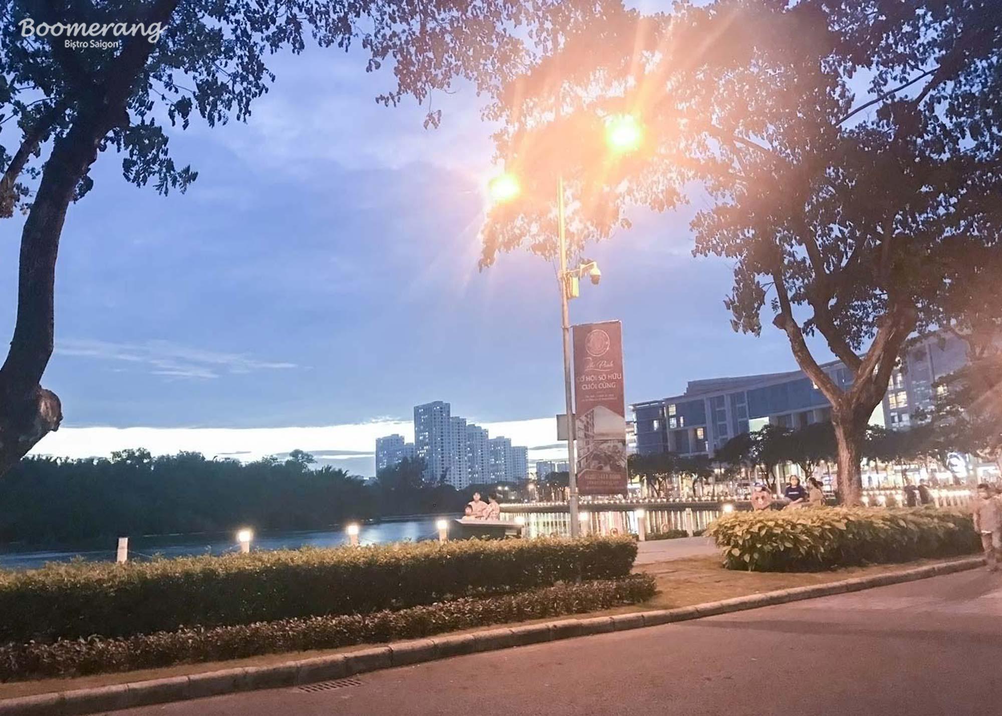 Nhà hàng Boomerang vị trí trung tâm đô thị Phú Mỹ Hưng