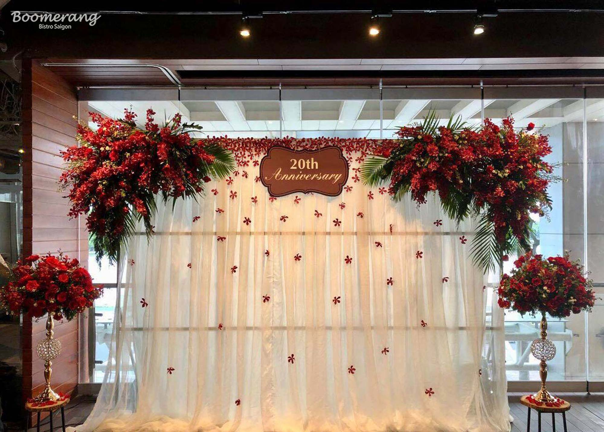 Flower gate decoration according to the party's theme