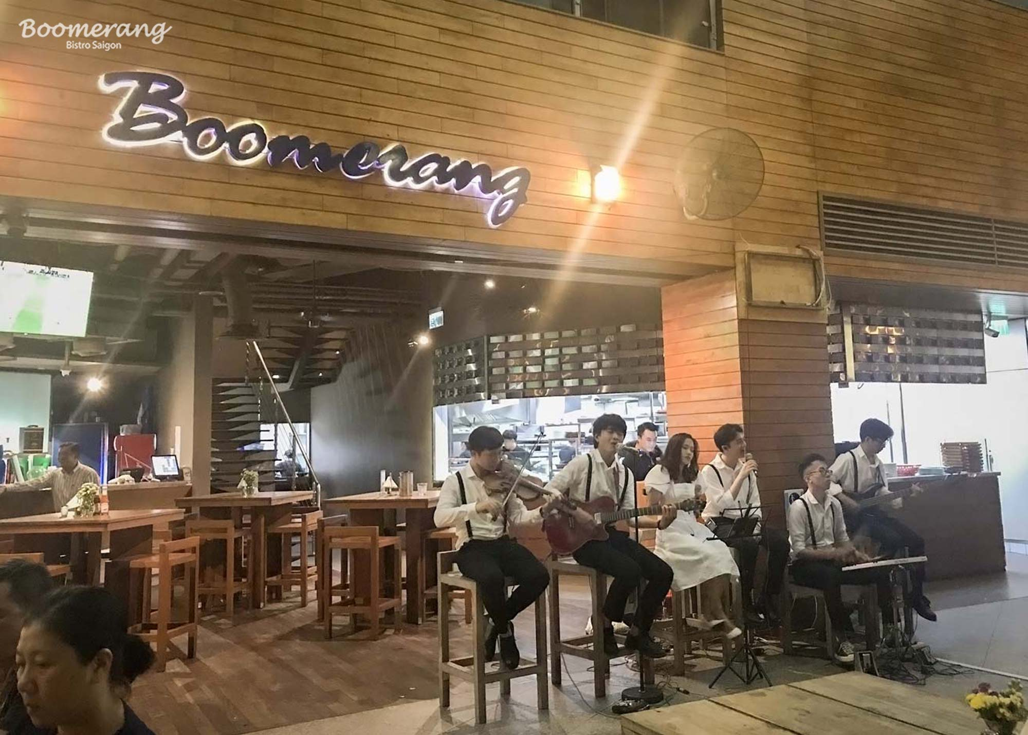 Accoustics bands performed live music at Boomerang Restaurant
